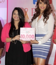 bipasha-basu-and-milind-soman-support-pinkathons-second-edition-event-17