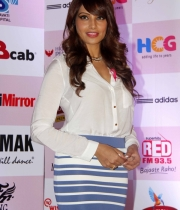 bipasha-basu-and-milind-soman-support-pinkathons-second-edition-event-18