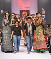 designer-chitali-biplab-with-models-showcasing-her-creations-on-the-final-day-of-bpbfw-9