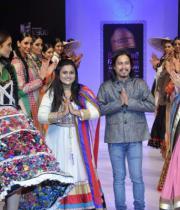 designers-gopal-manali-with-models