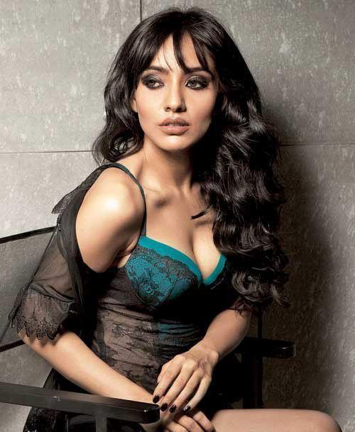 neha-sharma-cleavage-show