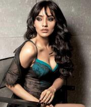 neha-sharma-cleavage-show