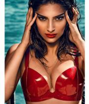 sonam-kapoor-gq-india-magazine-hot-photos-1