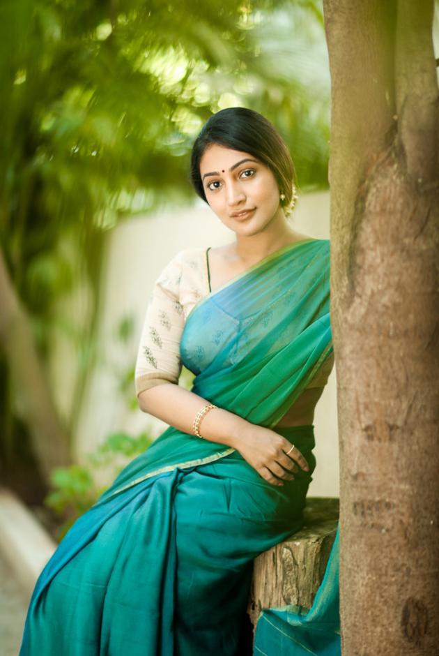 bommu-lakshmi-latest-pics_10