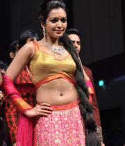 catherine-tresa-ramp-walk-photos-at-hyderabad-fashion-week-10