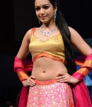 catherine-tresa-ramp-walk-photos-at-hyderabad-fashion-week-21