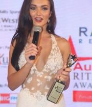 celebs-at-audi-ritz-icon-awards-2013-25