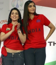 sonam-kapoor-at-the-indian-brand-launch-3