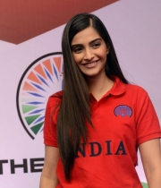 sonam-kapoor-at-the-indian-brand-launch-4