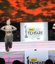 celebs-dance-performances-at-60th-filmfare-awards-10