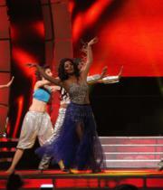 celebs-dance-performances-at-60th-filmfare-awards-11