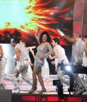 celebs-dance-performances-at-60th-filmfare-awards-12