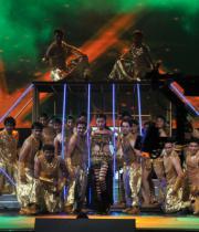 celebs-dance-performances-at-60th-filmfare-awards-14