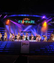 celebs-dance-performances-at-60th-filmfare-awards-15