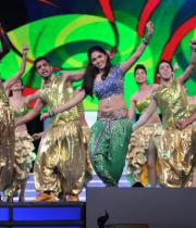 celebs-dance-performances-at-60th-filmfare-awards-17