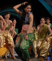 celebs-dance-performances-at-60th-filmfare-awards-19