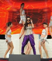 celebs-dance-performances-at-60th-filmfare-awards-5