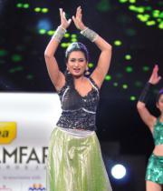 celebs-dance-performances-at-60th-filmfare-awards-6