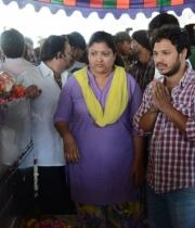 celebrities-pay-homage-to-uday-kiran-photos-121