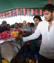 celebrities-pay-homage-to-uday-kiran-photos-144