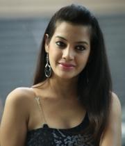 deeksha-panth-hot-stills-in-black-dress-1