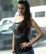 deeksha-panth-hot-stills-in-black-dress-11