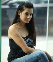 deeksha-panth-hot-stills-in-black-dress-13