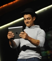 aamir-and-katrina-launch-dhoom-3-merchandise_10