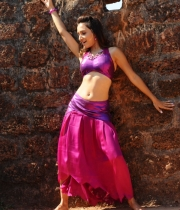 druthi-hot-navel-pics-5