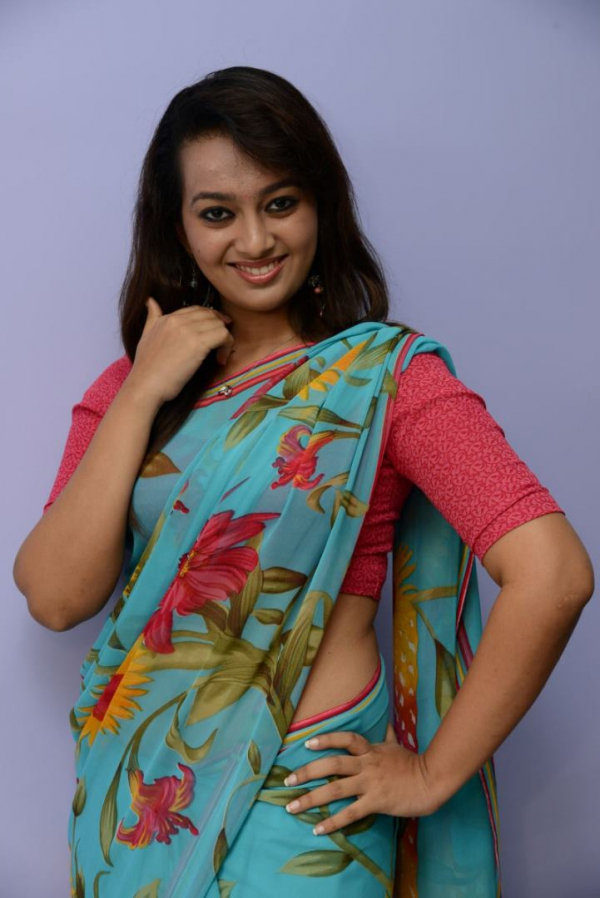 estar-in-saree-photos-20