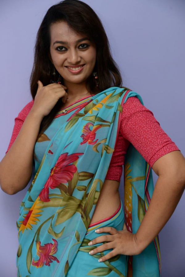 estar-in-saree-photos-21