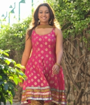 ester_noronha_latest_stills-1