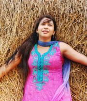 gayatri-photo-in-dorakadu-movie-5