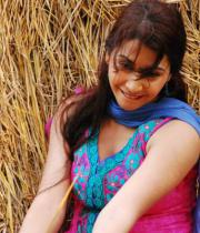gayatri-photo-in-dorakadu-movie-6