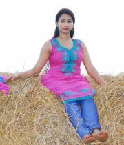 gayatri-photo-in-dorakadu-movie-8