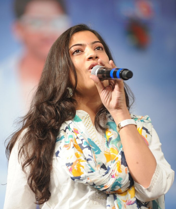 geetha-madhuri-performance-at-thadaka-audio-2