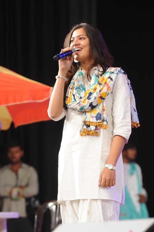geetha-madhuri-performance-at-thadaka-audio-6