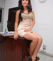 gjg-actress-isha-talwar-hot-stills-08