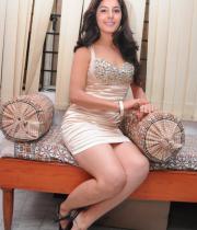 gjg-actress-isha-talwar-hot-stills-09