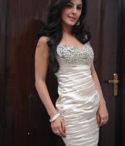 gjg-actress-isha-talwar-hot-stills-18
