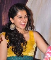 gopichand-tapsee-at-sahasam-show-to-school-childrens-13