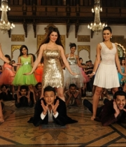 grand-masti-movie-hot-gallery-latest-4