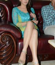 hansika-hot-thighs-photos-04