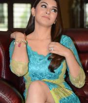 hansika-hot-thighs-photos-15