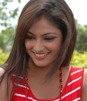 hari-priya-hot-thighs-show-photos-02