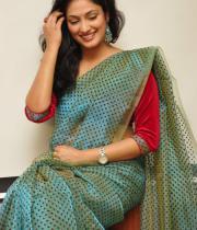 haripriya-saree-stills-at-acam-platinum-disc-17