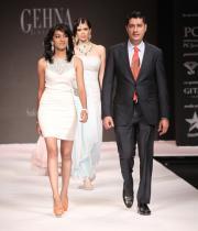hot-celebs-at-international-jewellery-week-photos-1401