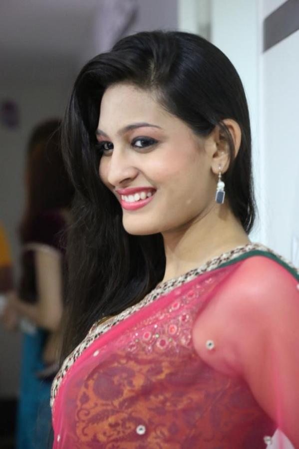 madhu-shalini-launches-green-trends-108th-salon-photos-10
