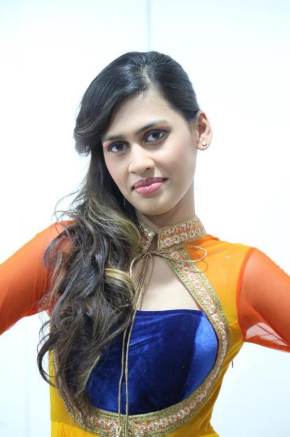 madhu-shalini-launches-green-trends-108th-salon-photos-16