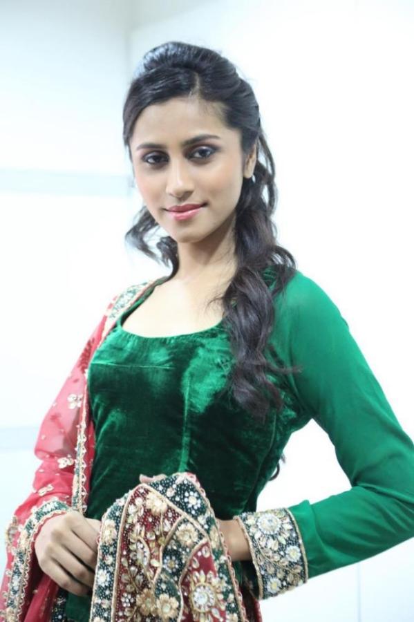 madhu-shalini-launches-green-trends-108th-salon-photos-17